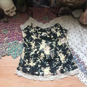 🌸 3 for $25 🌸 Floral Crochet Detail Top